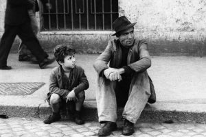 """Para los padres: Poema """"Carbón"""" de Gonzalo Rojas, canción y película """"Ladrón de bicicletas"""""""